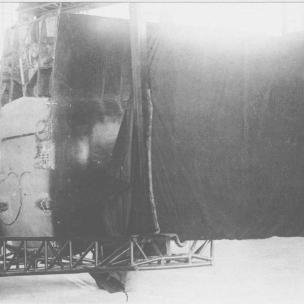 15.Крыло И-28 (Яценко) на транспортировочной тележке.