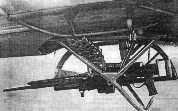 15.МВ-2 - Нижняя установка пулемёта ШКАС с перископическим прицелом.