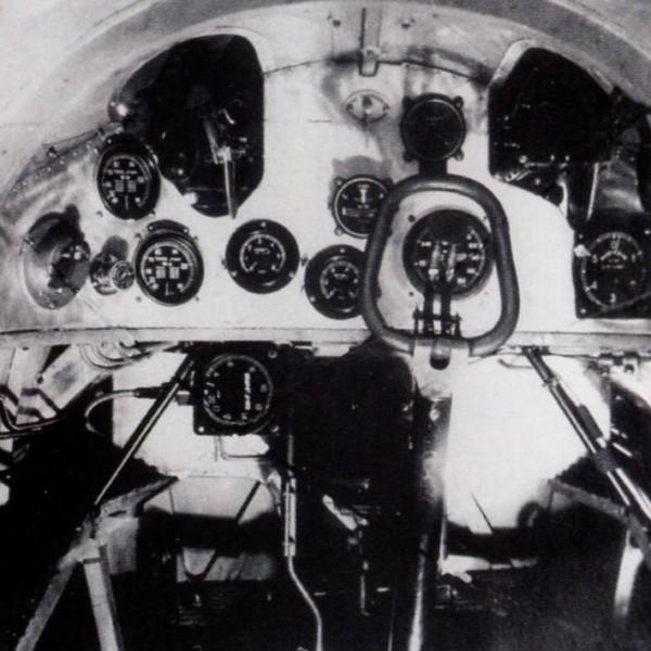 15.Приборная панель кабины И-3.