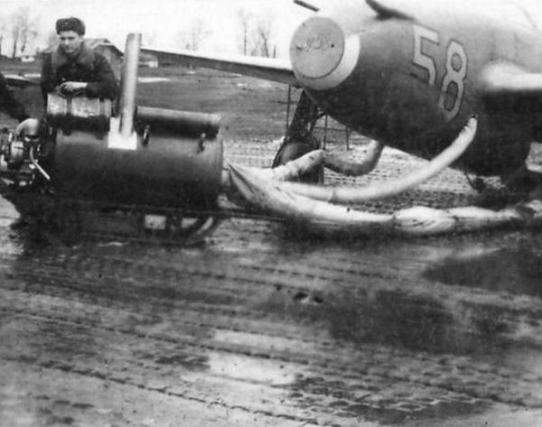 15.Прогрев компрессоров двигателя Як-15 перед запуском.