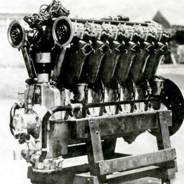 19.Американский двигатель Liberty L-12.