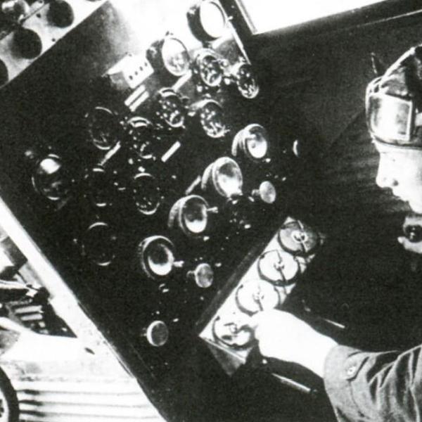 19.Борттехник ТБ-3 на своем рабочем месте.