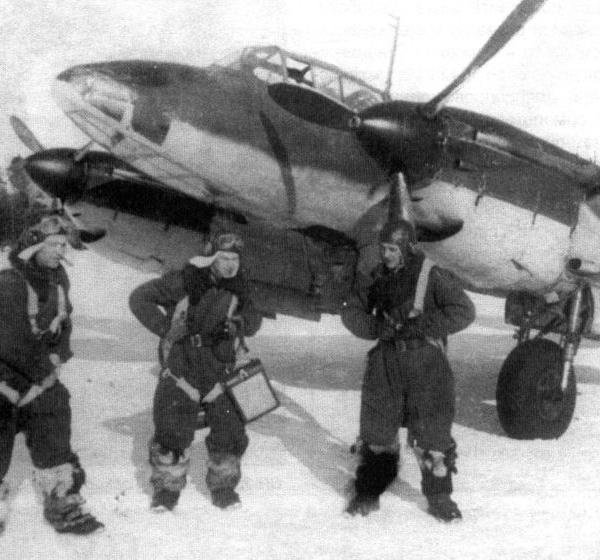 19.Экипаж Пе-2 готовиться к вылету.