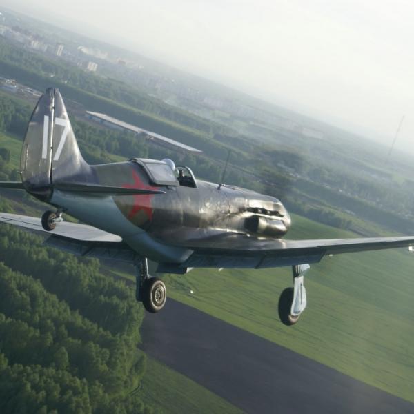 19.Восстановленный МиГ-3 заходит на посадку.