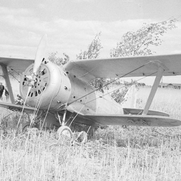 19б.И-153 после вынужденной посадки.