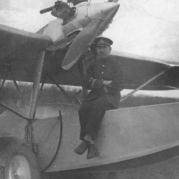 1а.Летчик В.М. Ремезюк в период испытаний самолета-амфибии Ш-2. Таганрог, 1931 г.