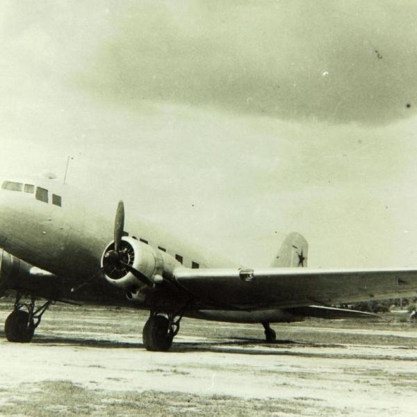 1а.Ли-2 на стоянке.