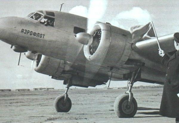 1д.ПС-35 выруливает со стоянки.