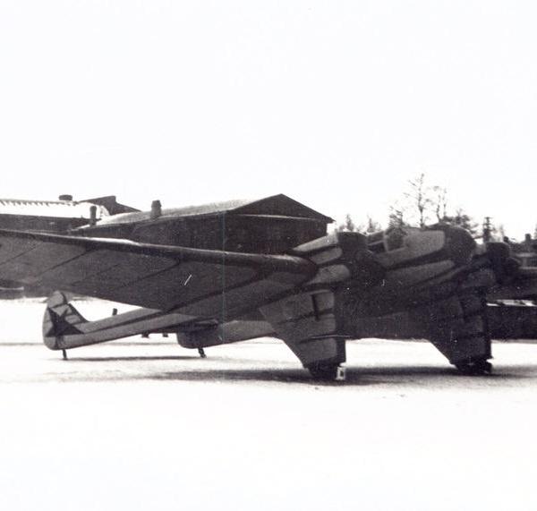 1г.Г-37 на стоянке.