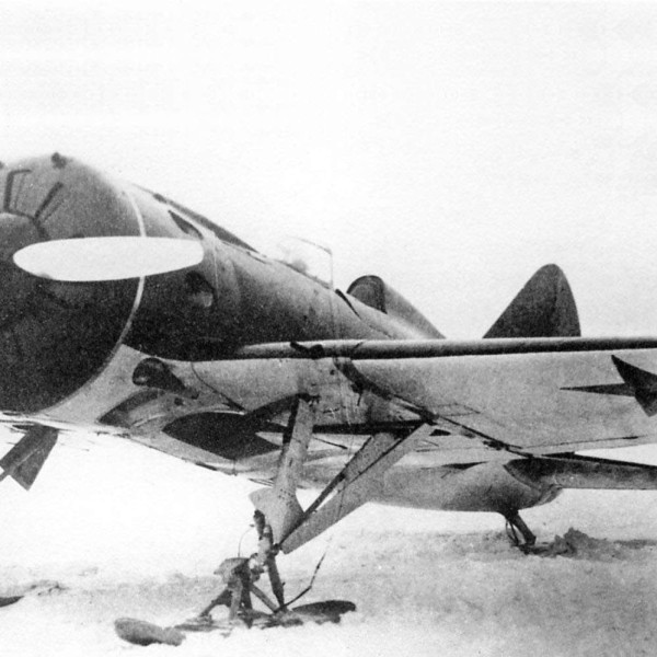 2.И-16 тип 10 на лыжном шасси.