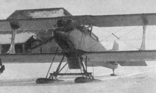 2.И-2 № 1911 на лыжном шасси.