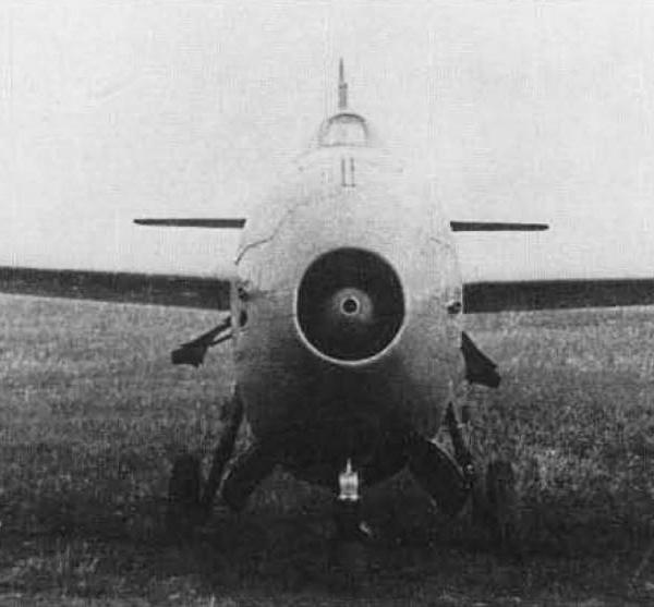 2.Ла-156. Вид спереди.
