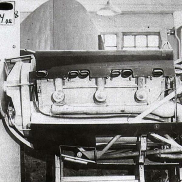 2.Макет силовой установки с двигателем М-100А по тематике ИП-2 (ДГ-54).