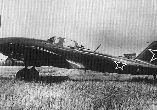 2.Опытный модернизированный штурмовик Ил-10М. 3