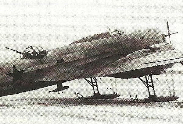 2.Опытный самолет ЦКБ-54-1 на лыжном шасси.