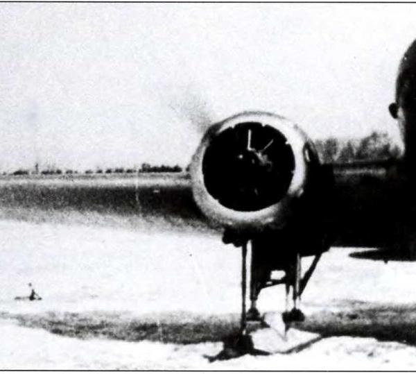 2.РАФ-11 на лыжном шасси. Вид спереди.