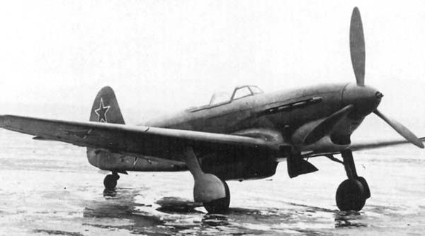 2.Серийный Як-9Б.