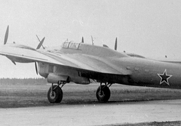 2.Транспортный самолет Пе-8ОН