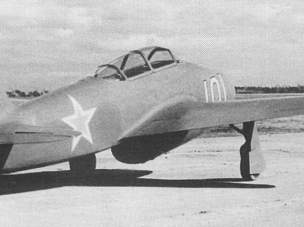 2.Учебно-тренировочный Як-21.