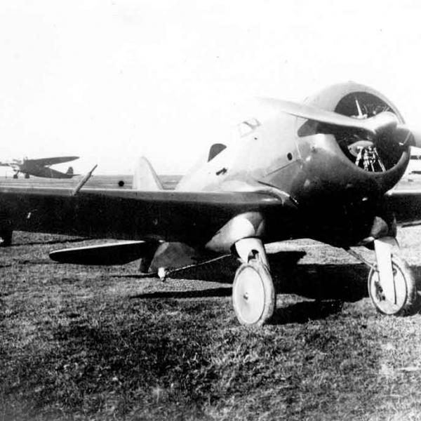 2.Учебный самолет НВ-2 на стоянке.