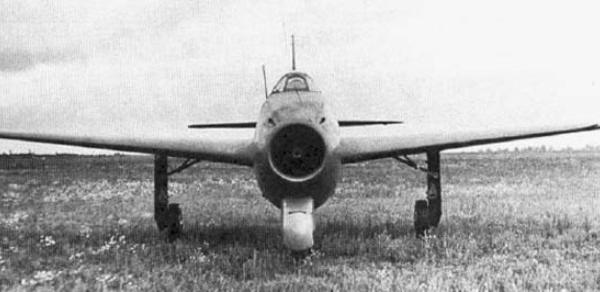 2.Як-15У. Вид спереди.