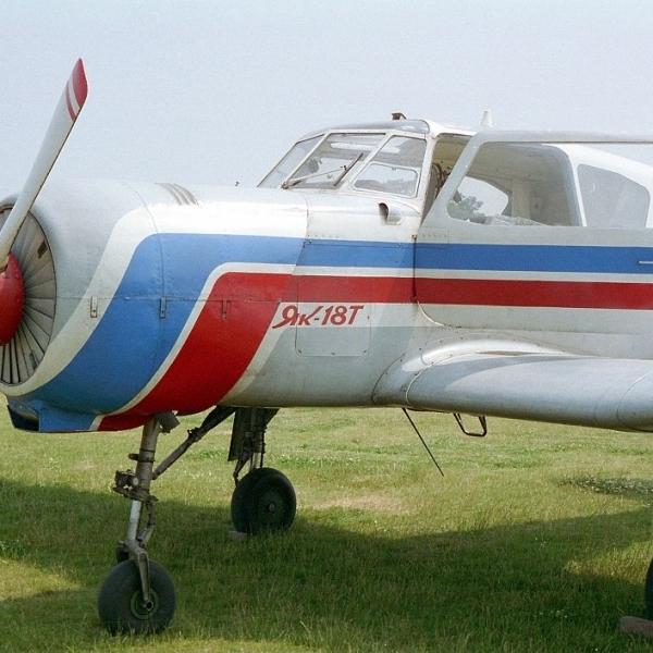 2.Як-18Т на стоянке.