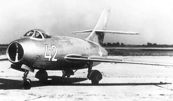 2.Як-30.