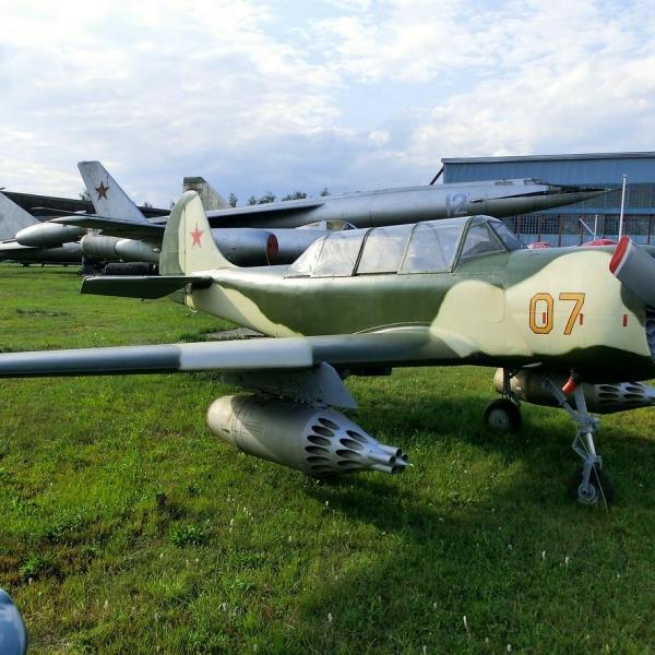 2.Як-52Б в музее ВВС Монино.