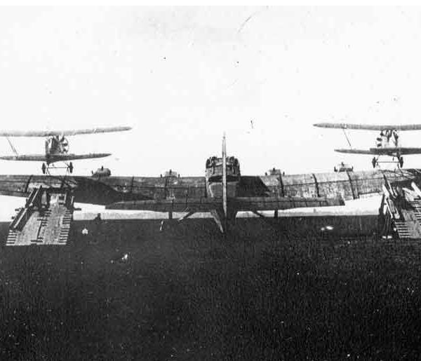 2.Звено-1А. ТБ-3М-17 и два И-5. 2