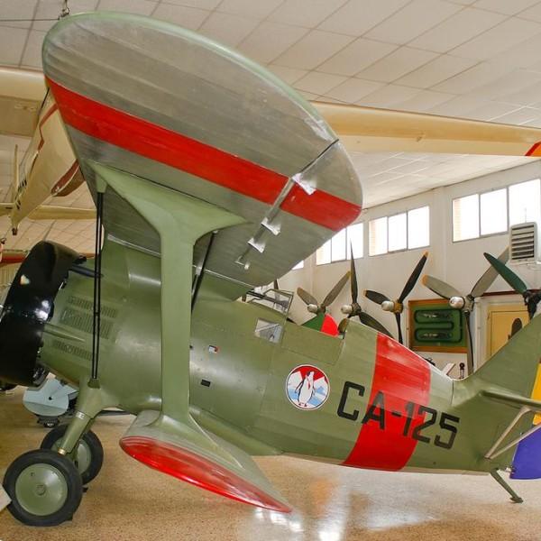 20.И-15 в окраске ВВС республиканской Испании в авиамузее.