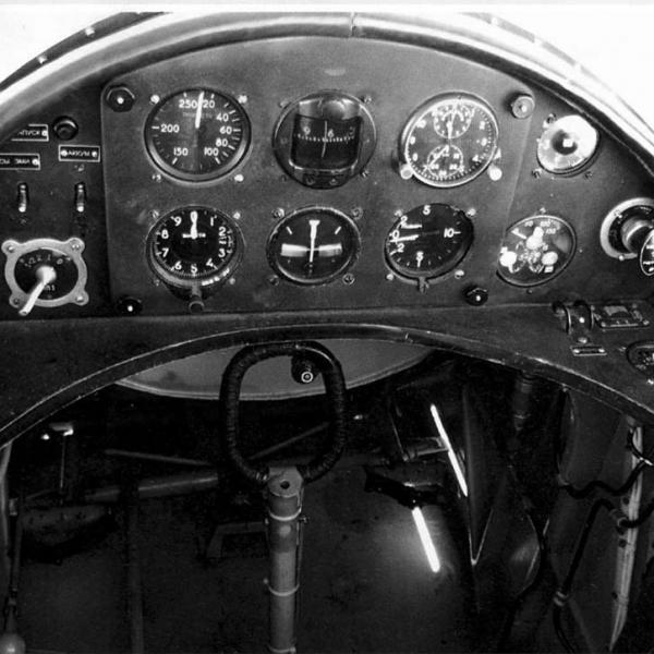 24.Приборная панель кабины У-2.