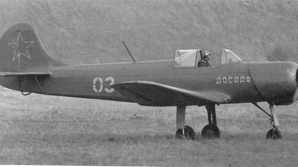 24.Як-18П выруливает на старт.