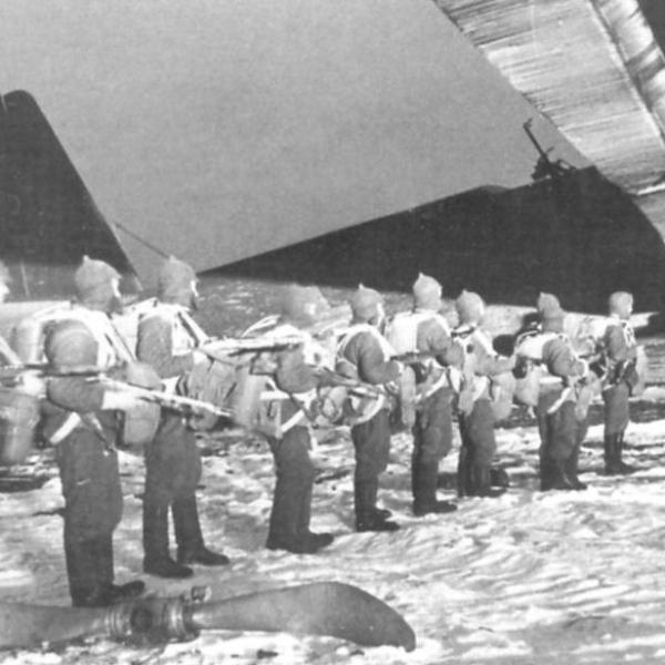 26.Десант перед посадкой в ТБ-3. Крымский фронт 1941 г.