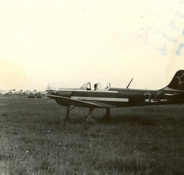 29.Як-18П на летном поле.