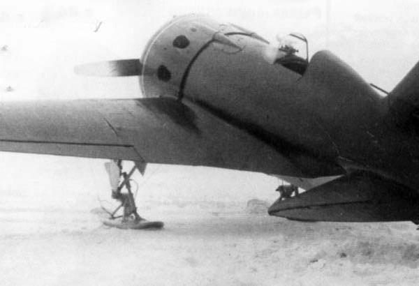 2а.И-16 тип 10 на лыжном шасси.