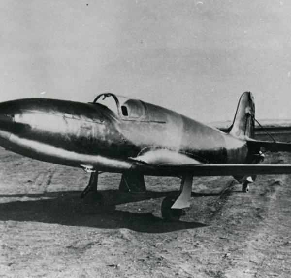 2а.Ракетный самолет БИ с двигателем Д-1-А-1100 перед первым полетом. 15 мая 1942 г. Фото 1.