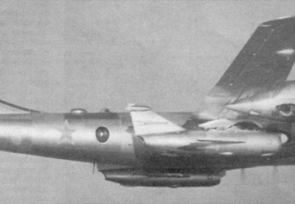 2а.Ту-4К носитель крылатых ракет.