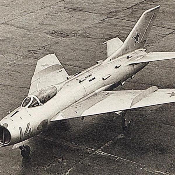 2б.МиГ-19С с управляемым стабилизатором