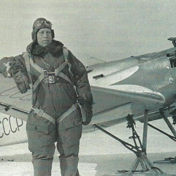 2б.Пилот у УТ-1 на лыжном шасси.