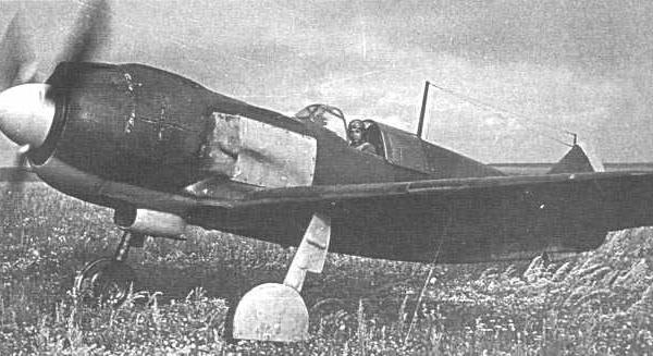 2в.Ла-5 выруливает на старт. Курская дуга. Лето 1943 года.