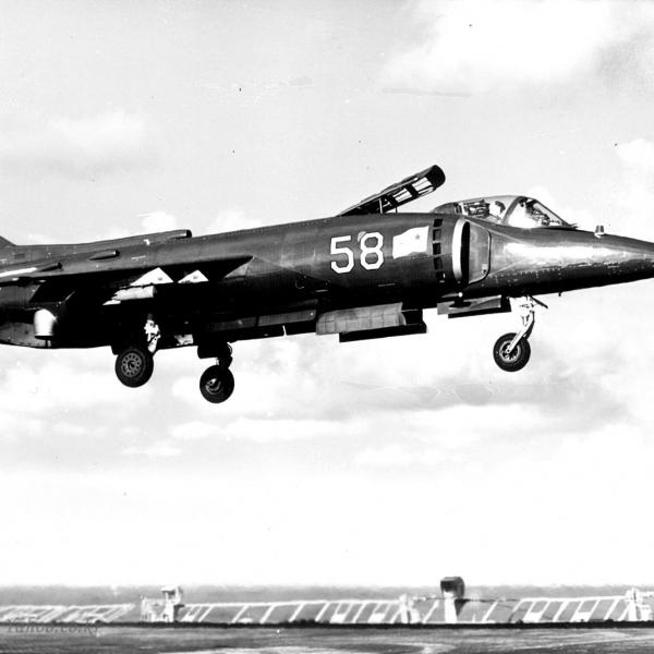 2в.Вертикальный взлет палубного штурмовика Як-38.