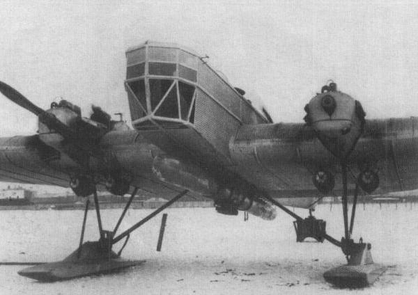3.АНТ-4 с макетом торпеды.