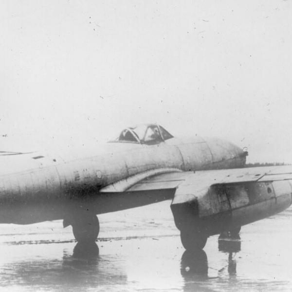 3.Истребитель Су-9 (первый).