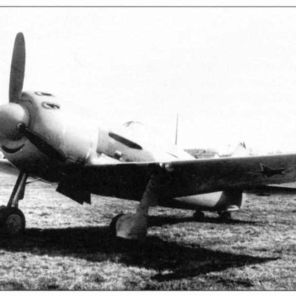 3.Опытный Ла-9М (134Д) с подвесными несбрасываемыми топливными баками.