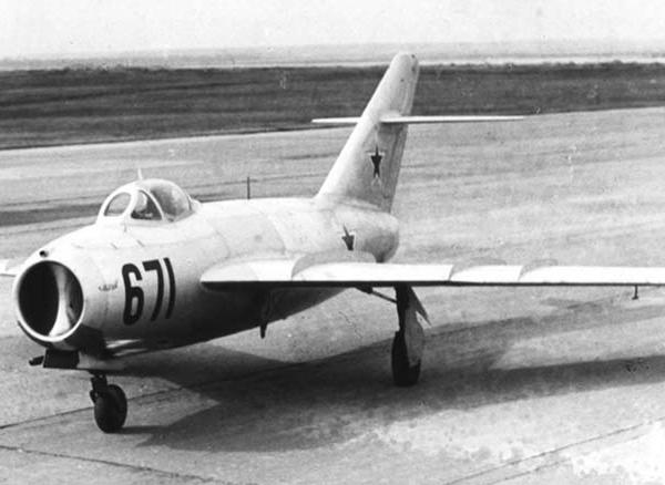 3.Опытный истребитель МиГ-17 (СИ-2).