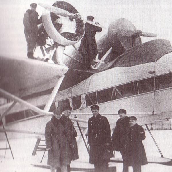 3.Самолет Ш-5 на лыжном шасси.