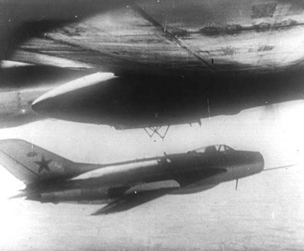 3.Сброс МиГ-19 (СМ-20).