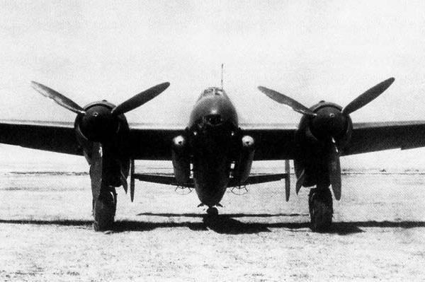 3.Торпедоносец Ту-2Т. Вид спереди.