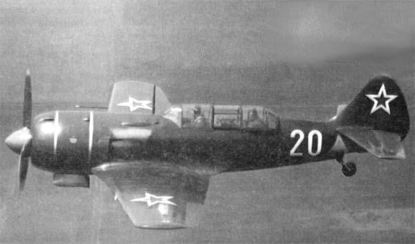 3.УТИ Ла-9В в полете.