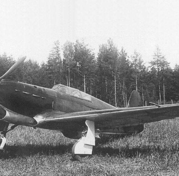 3.Як-1 на полевом аэродроме. 1940 г.